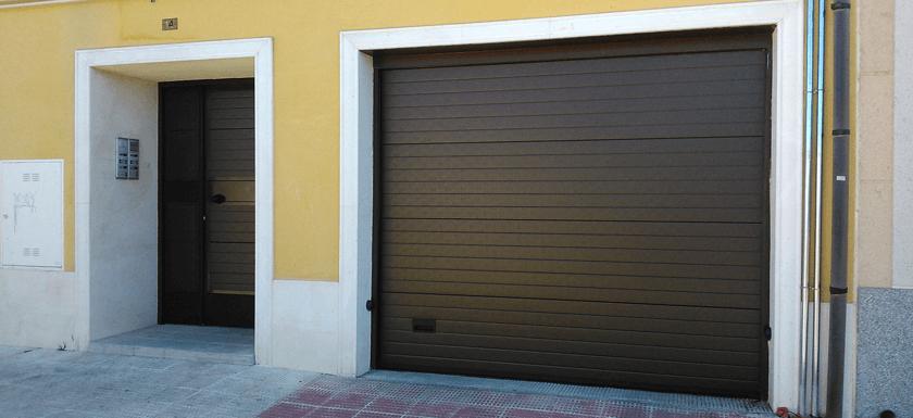Precio puerta garaje seccional motorizada puerta seccional con peatonal imitacin madera ideas - Puertas automaticas garaje precios ...